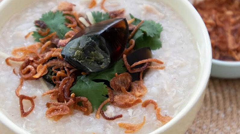 Zojirushi NS-ZCC10 Rice Cooker Slow-cooker Ginger Chicken Rice Porridge: Comfort in a pot
